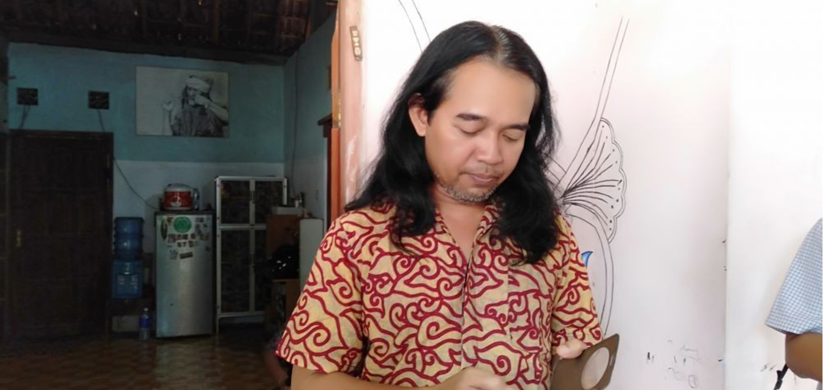 INDONESIA_-_0402_-_Slamet_-_Slamet_Sumiarto_is_told_to_leave_Karet_village_due_to_his_being_non_Muslim_resident_-_courtesy_of_IDNtimes_in_Yogyakarta