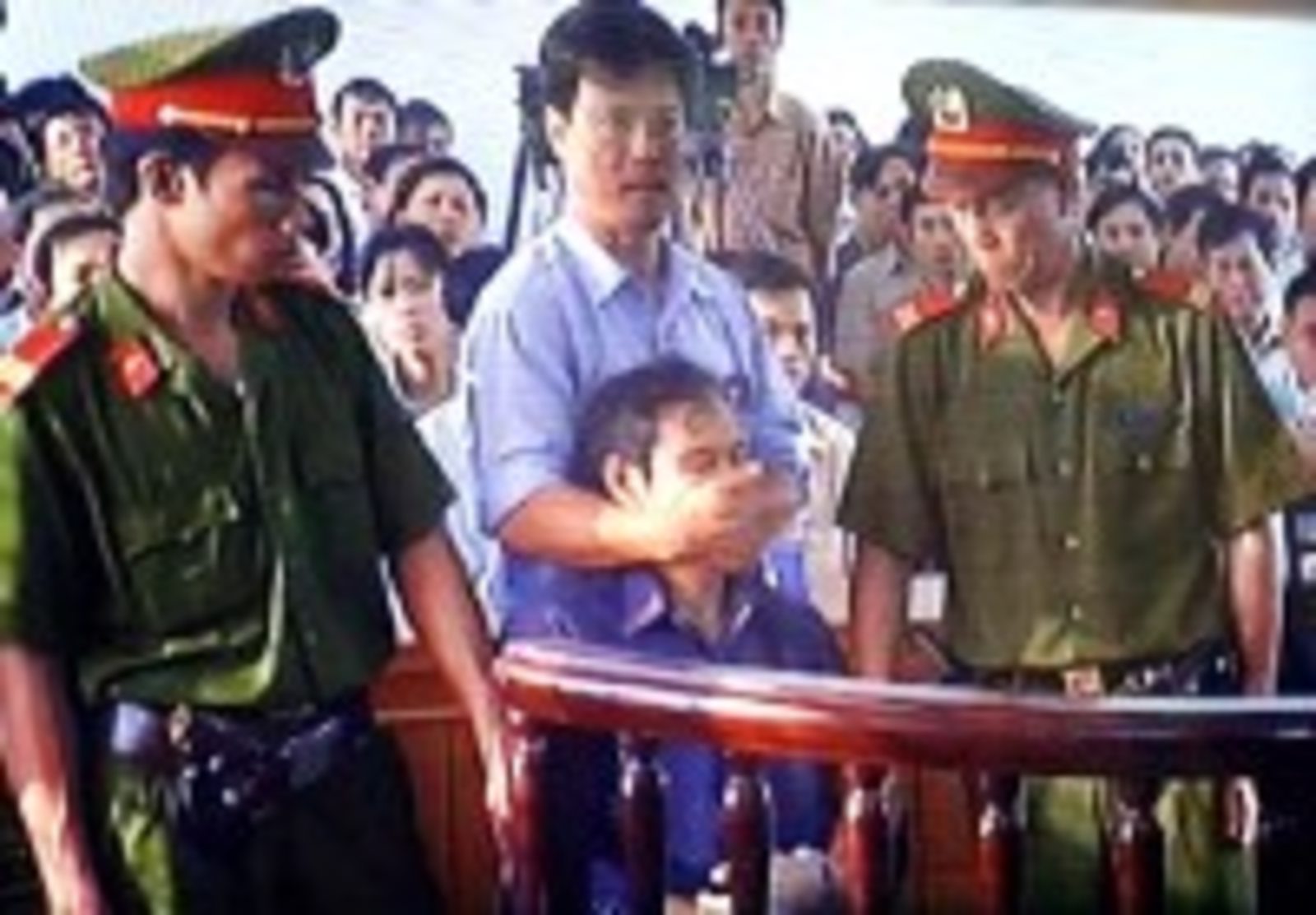 vietnam_-_nguyen_van_ly_in_court-200-x-139