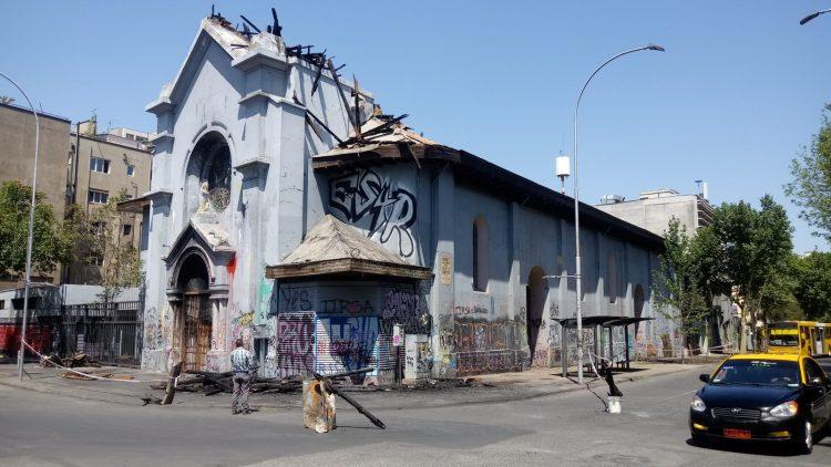 ACN-20201022-106188 Afgebrande kerk Assumptie Chili