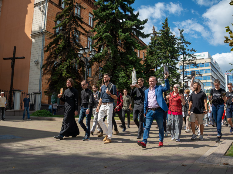 """Protests from """"solidarity chains"""" after Belarussian presidential election 2020"""
