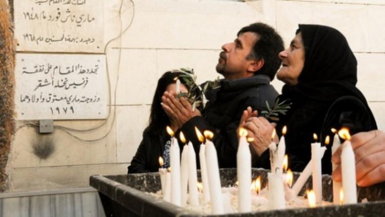 20130221Syria_Christians_praying