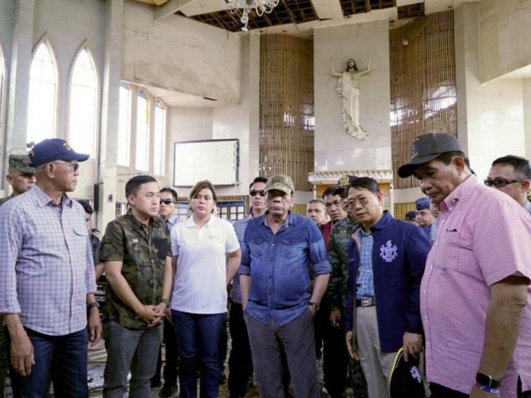 20190130-Duterte-kathedraal-Jolo