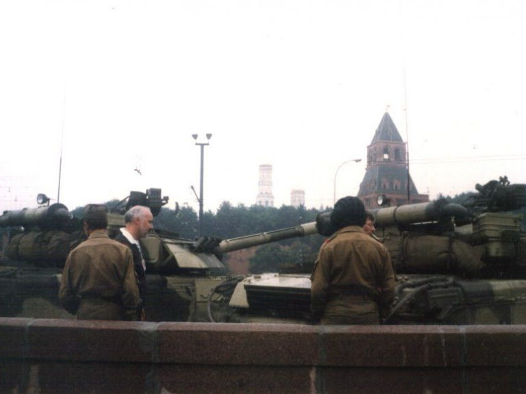 T-80UD tanks during the 1991 coup d'etat attempt in Moscow, Russia