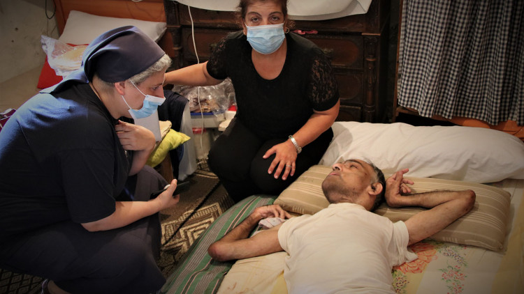 Zuster Rita helpt na de explosie in Libanon