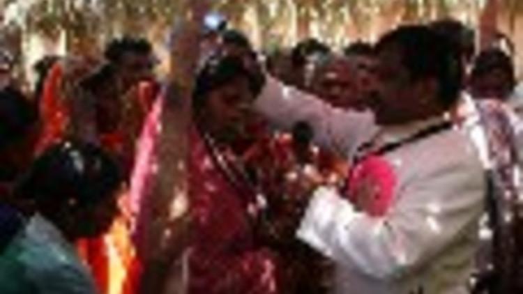 20111115india01