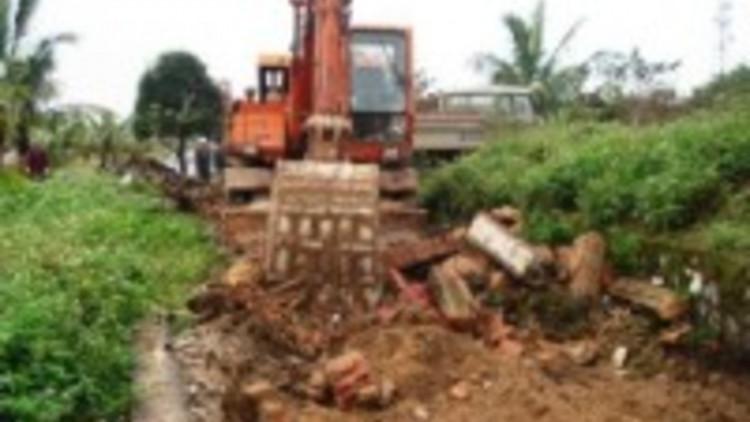 vietnam_f_0825_-_bulldozer_tam_toa-200-x-133