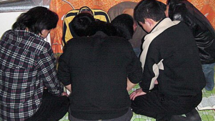 North-Korean-Christians-Praying