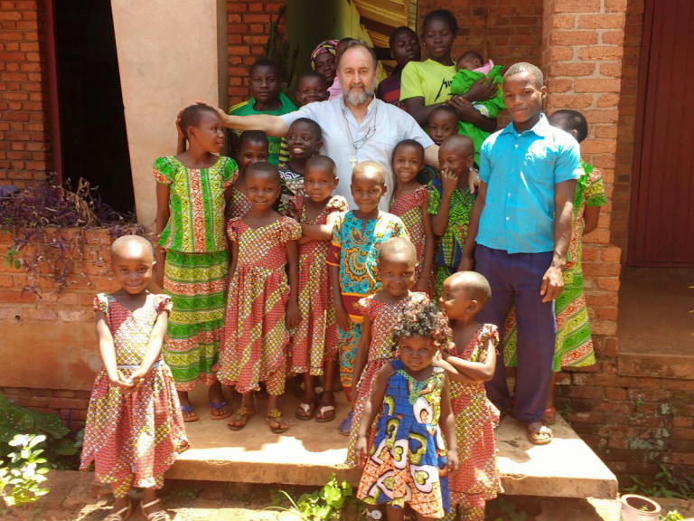 Central African Republic, diocese of BangassouBishop Juan José Aguirre with a group of children of his diocese