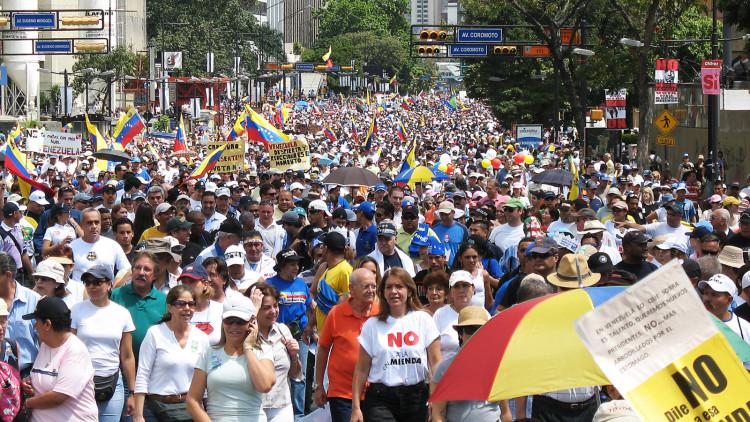 Oposicionistas_al_gobierno_de_Chavez_durante_el_referendum_de_2007