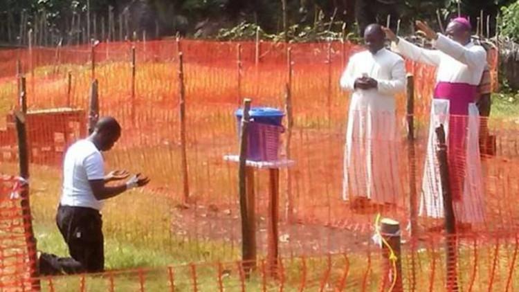 20180601-Priester-met-Ebola-gezegend