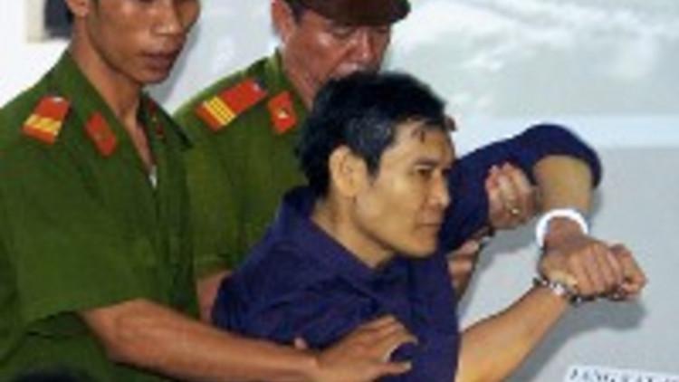 vietnam_-_sacerdote_cattolico_e_polizia-200-x-131