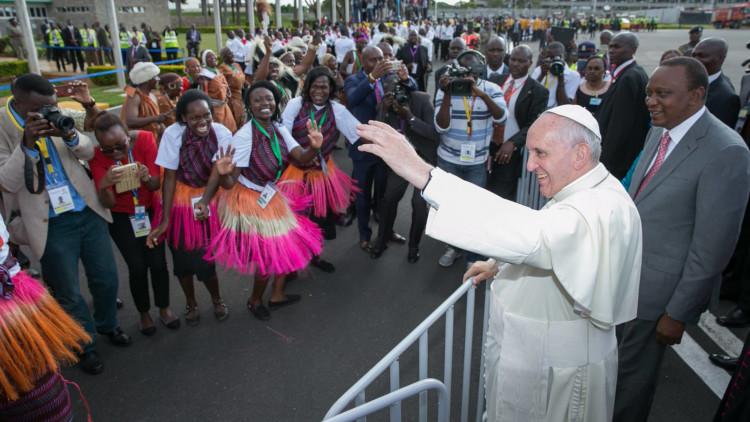 Paus-ontvangen-in-Kenia-2